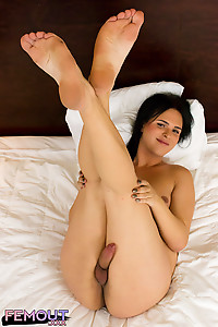 THE ZINGY Frenchie Kay is a knockout Portland babe who just seems to get more and more irresistible