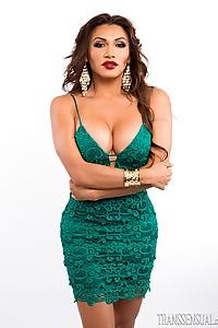 Jessy Dubai in very SEXY green dress