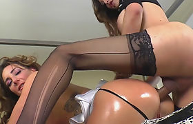 Busty tranny fucked babe in her asshole in doggystyle